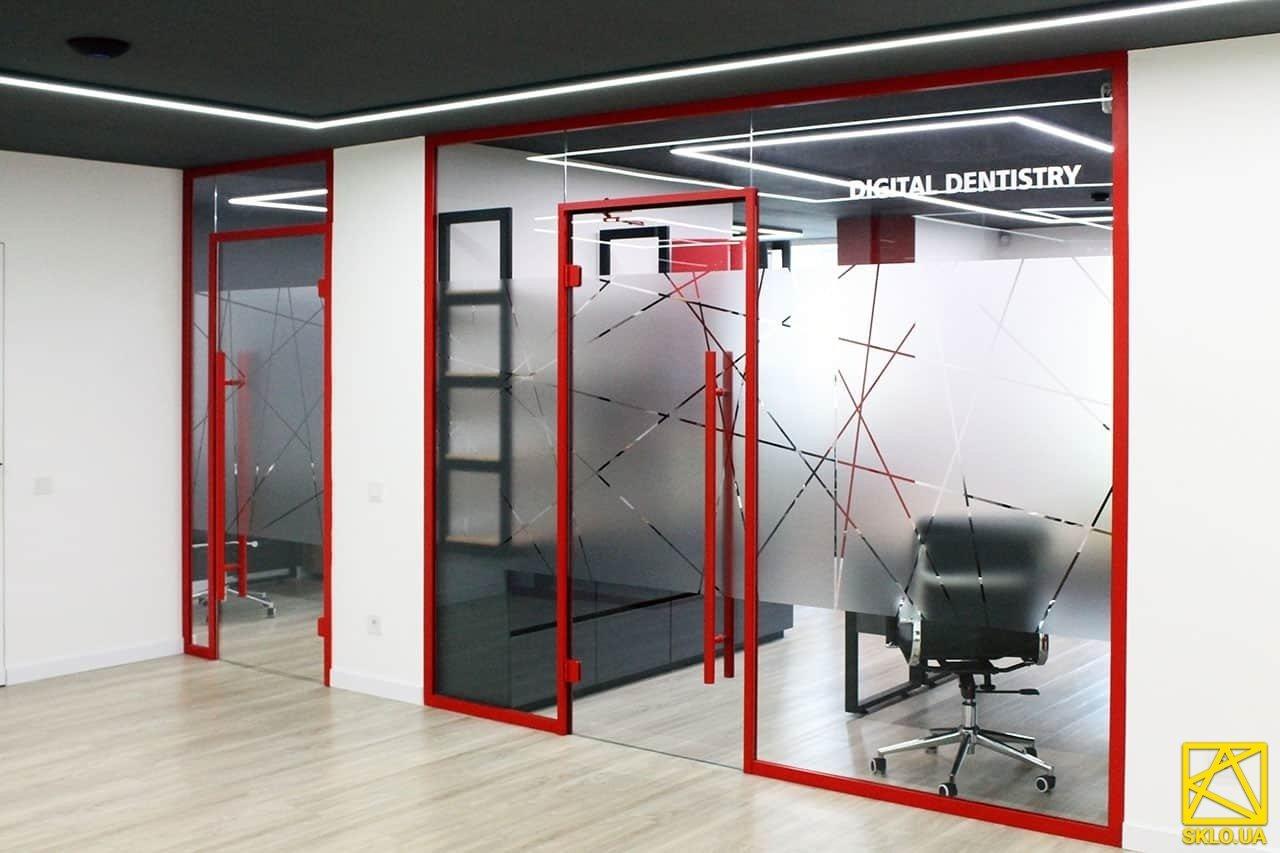 """Скляні перегородки у сучасному офісі компанії """"Yamamoto dental group"""""""