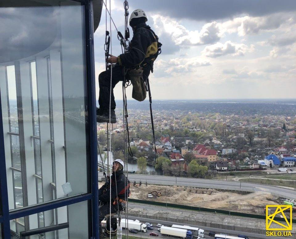 ЖК Зарічний монтаж склопакетів на 25 поверсі